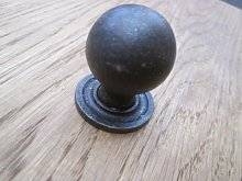 IRONMONGERY WORLD® 4 X CAST Iron Heavy Round Ball