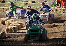 Racing ON Lawn MOWERS Poster (A1-841x594MM)