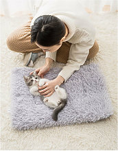 Self-heating blanket for cats and dogs with